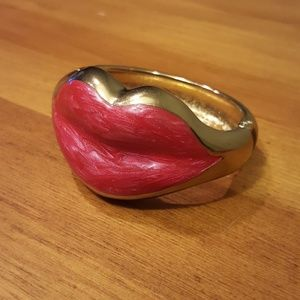 Jewelry - Pink and Gold Lip Bracelet